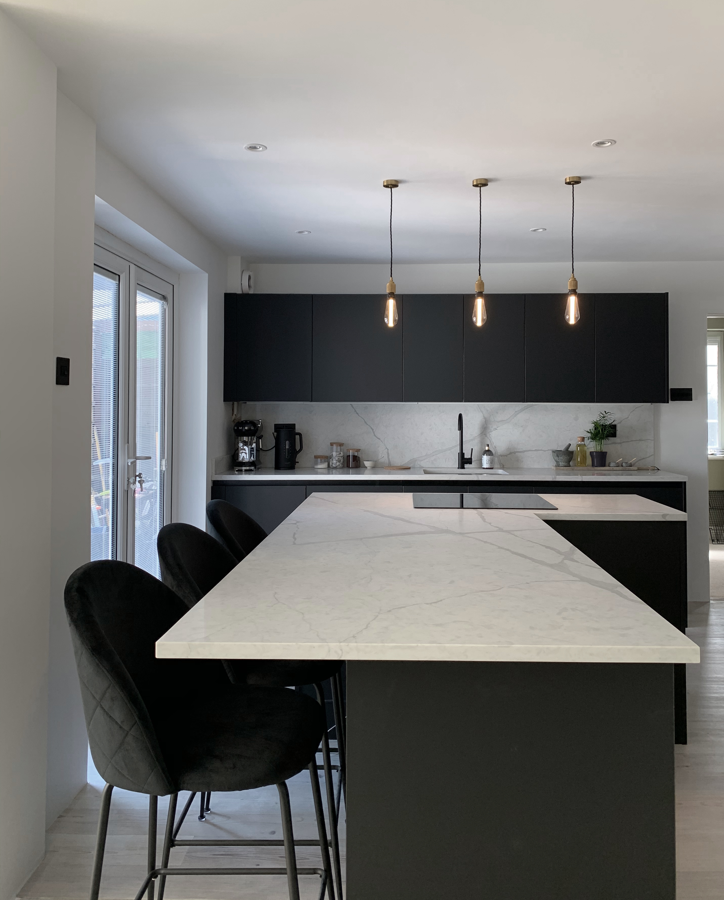 A Contemporary Kitchen Transformation with Quartz Marble-effect Worktops in Sussex